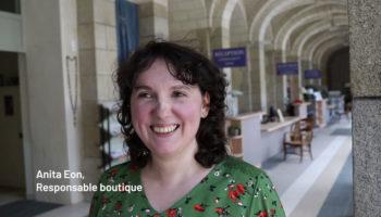 Anita Eon, responsable de la boutique du sanctuaire