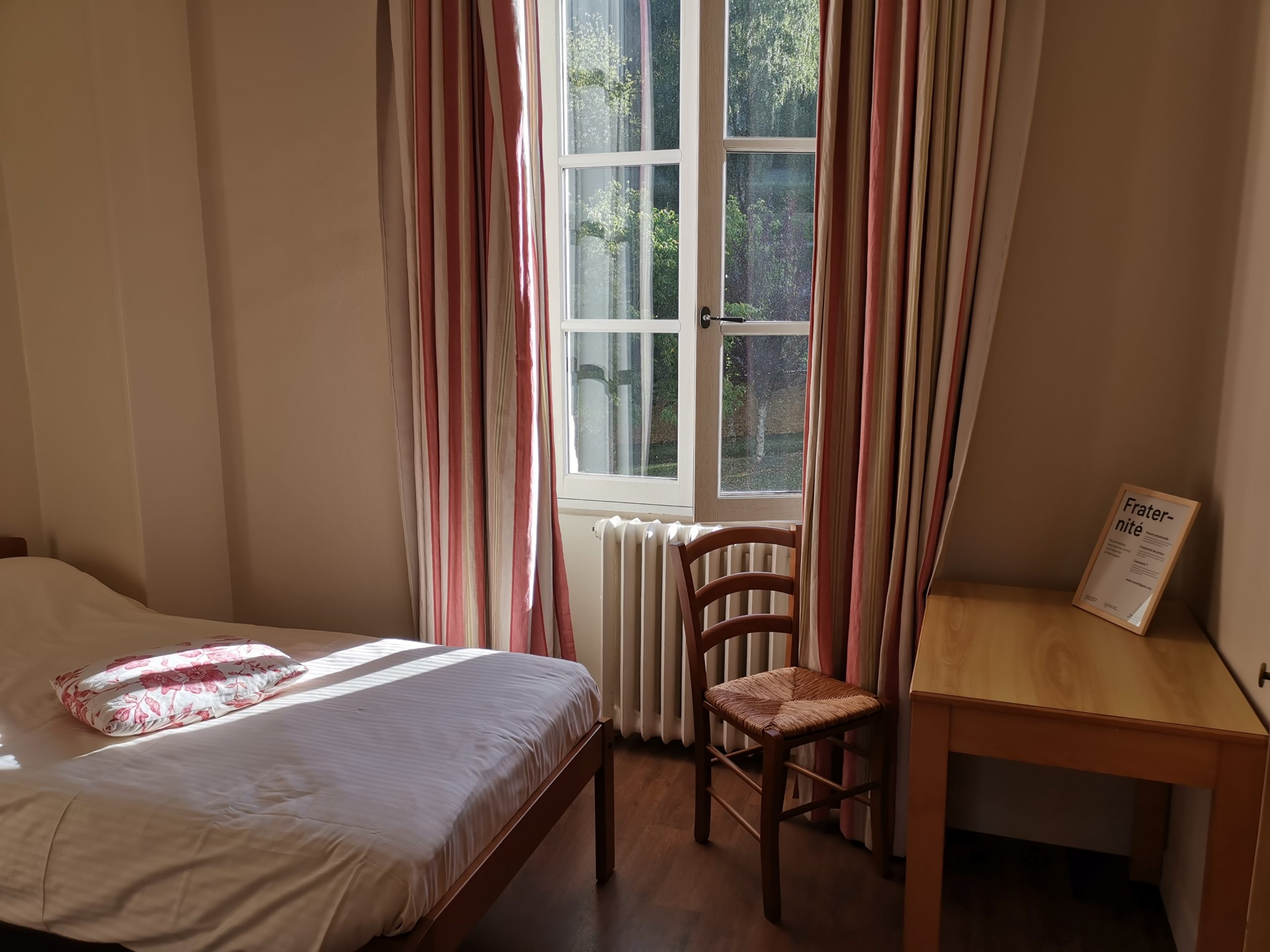 Chambre des pèlerins à l'Ermitage - Sanctuaire Notre-Dame de Montligeon