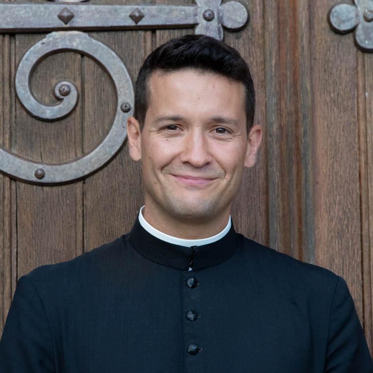 don Stéphane Fernandes, chapelain au sanctuaire Notre-Dame de Montligeon