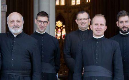 Les chapelains du sanctuaire Notre-Dame de Montligeon